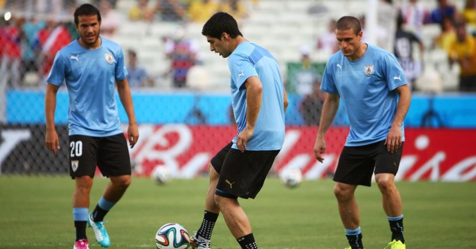 14.06.2014 - Jogadores do Uruguai fazem aquecimento antes da partida contra a Costa Rica, no Castelão