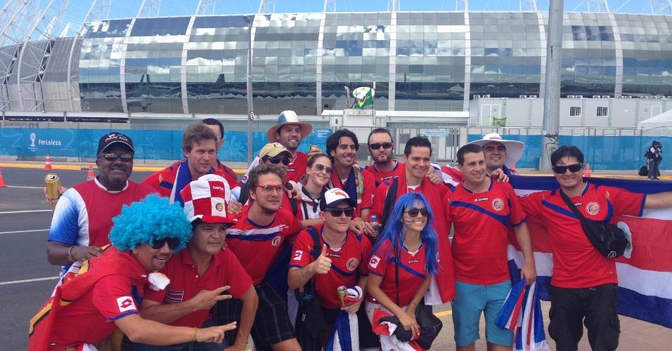 14.06.2014 - Torcedores da Costa Rica se preparam para o duelo contra o Uruguai no Castelão