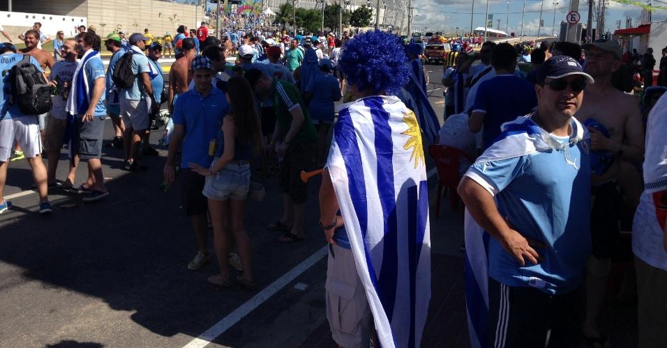 14.06.2014 - Torcedores do Uruguai chegam ao Castelão para a partida contra a Costa Rica
