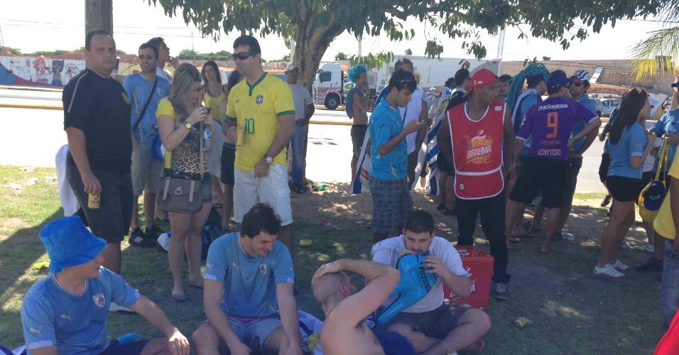 14.06.2014 - Torcedores do Uruguai se preparam para o duelo contra a Costa Rica no Castelão