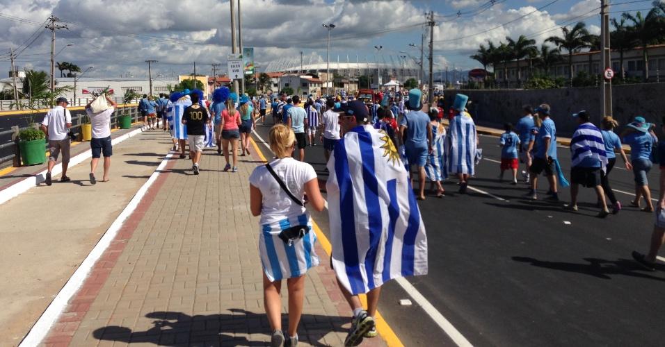14.06.2014- Torcida uruguaia se encaminha para o Castelão, palco da partida contra a Costa Rica