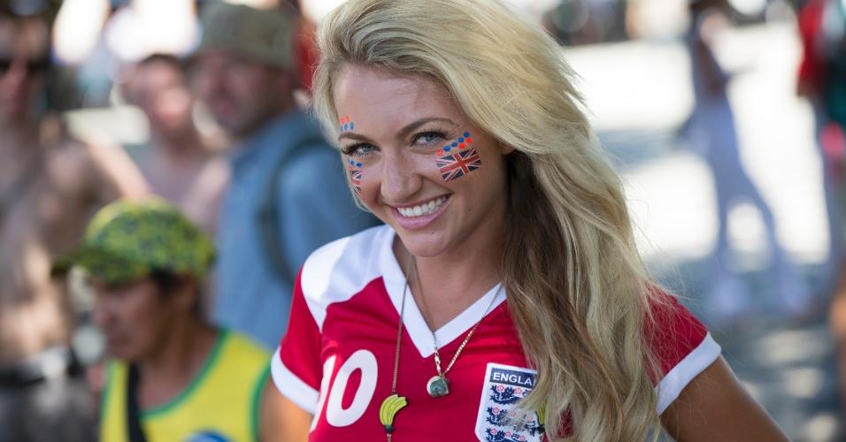 14.jun.2012 - Torcedora da Inglaterra se prepara em Manaus para acompanhar o duelo com a Itália