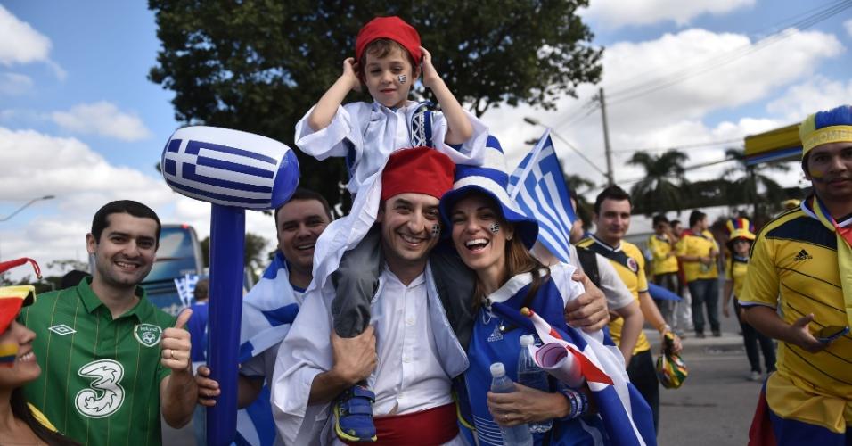 14.jun.2014 - Em menor número, torcedores gregos também marcam presença em Belo Horizonte