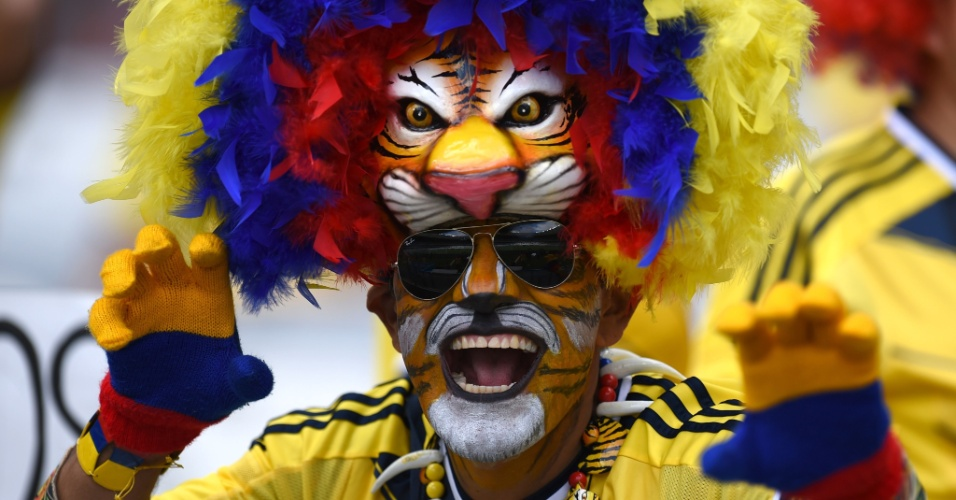 Fantasiado, torcedor da Colômbia marca presença no Mineirão para partida contra a Grécia
