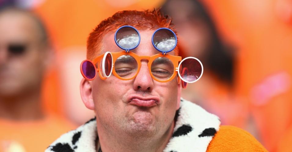 14.jun.2014 - Torcedor holandês manda beijinho para a câmera durante goleada de 5 a 1 da Holanda sobre a Espanha, em Salvador, na estreia pelo grupo B da Copa do Mundo