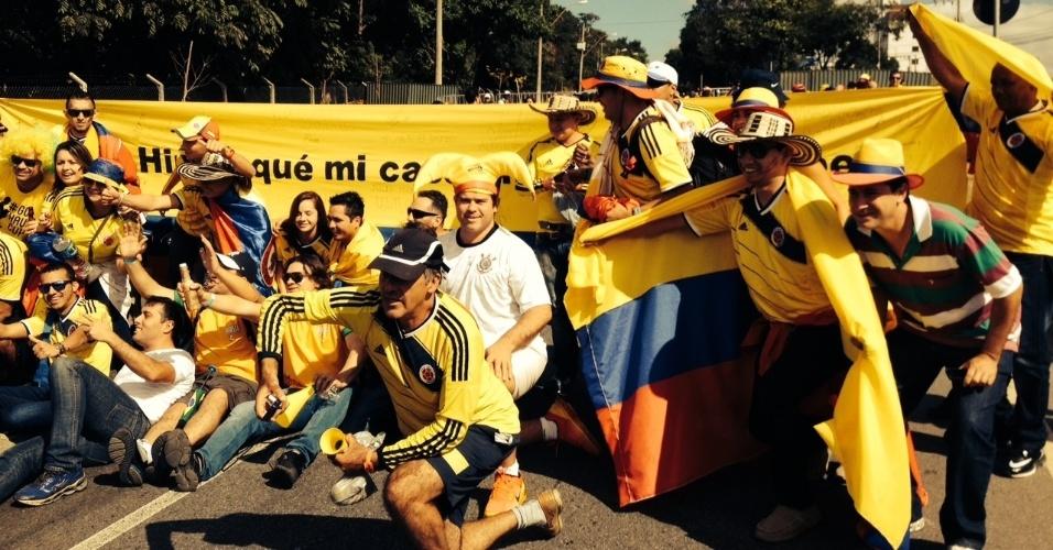 14.jun.2014 - Torcedores colombianos tomam as ruas de Belo Horizonte horas antes do jogo contra a Grécia