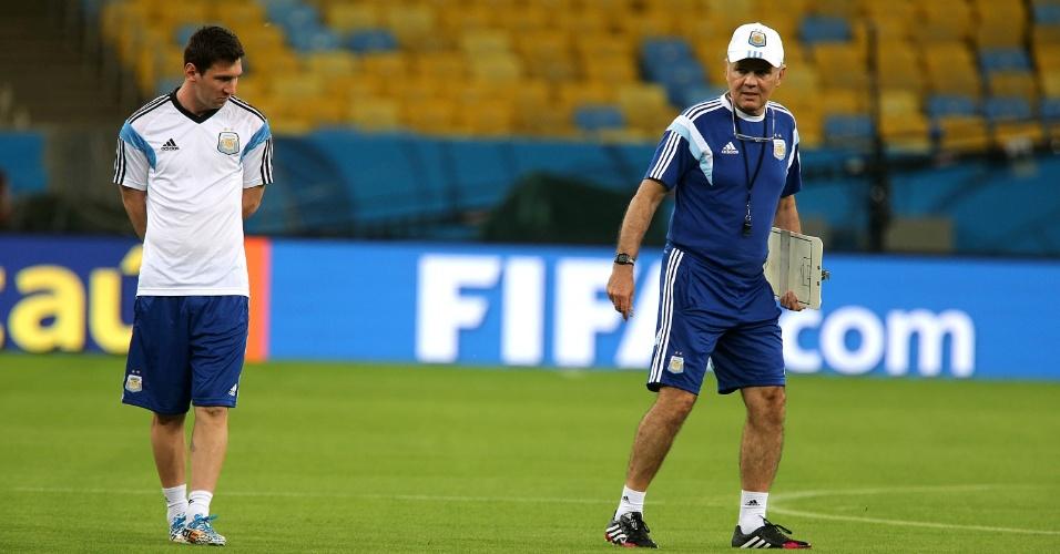 Argentina faz treino de reconhecimento do gramado do estádio do Maracanã antes de sua estreia contra a Bósnia, neste domingo