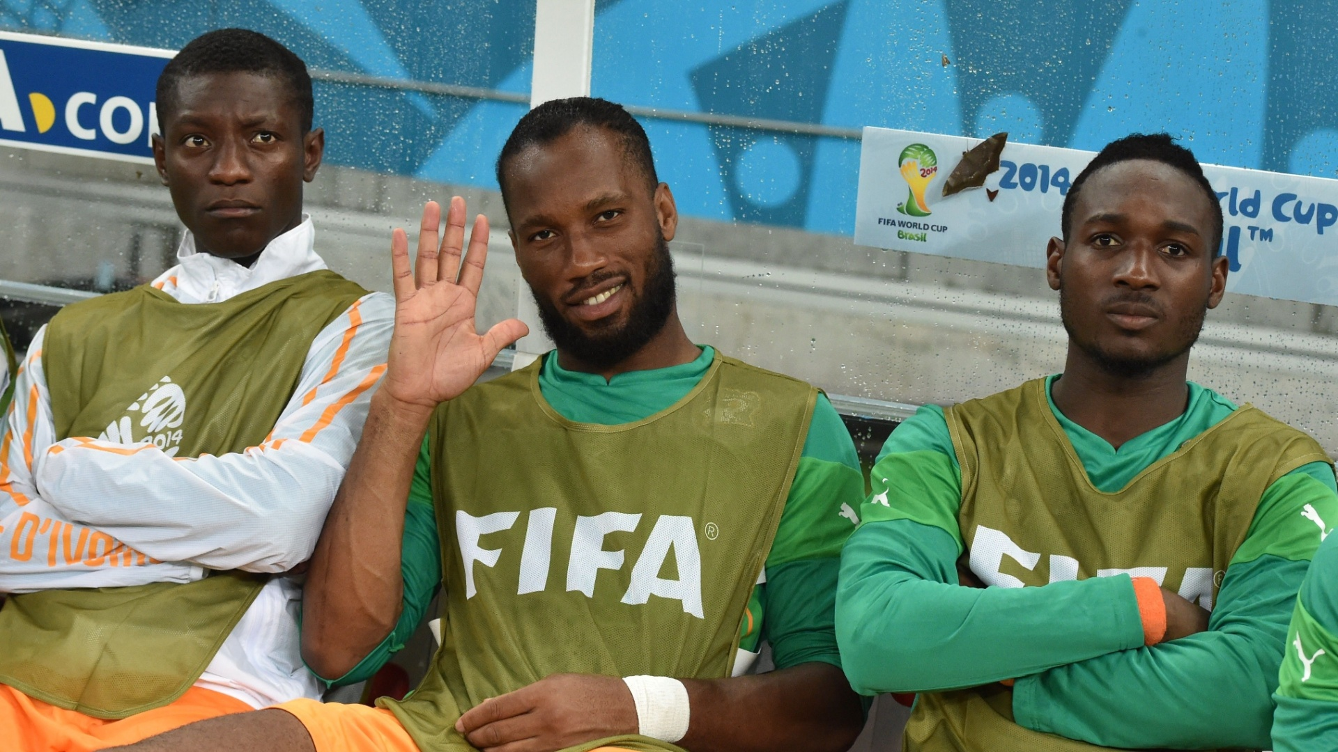 Atacante Didier Drogba começou a partida contra o Japão no banco de reservas