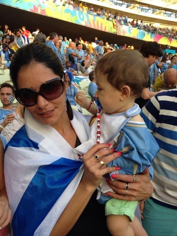 Benjamin, sobrinho de oito meses de Luis Suarez, vai ao Castelão com a mãe Giovanna