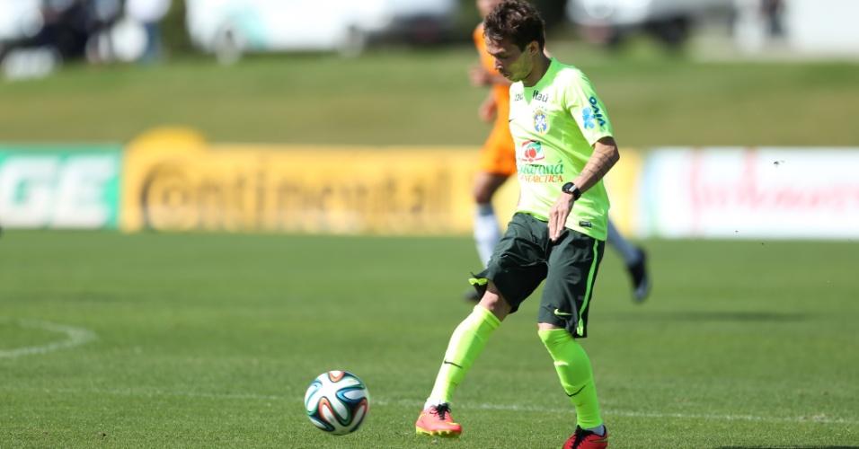 Bernard participa de amistoso entre os reservas da seleção brasileira contra o sub-20 do Fluminense
