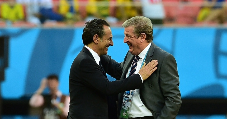 Cesare Prandelli, técnico da Itália, e Roy Hodgson, técnico da Inglaterra, conversam antes de partida em Manaus