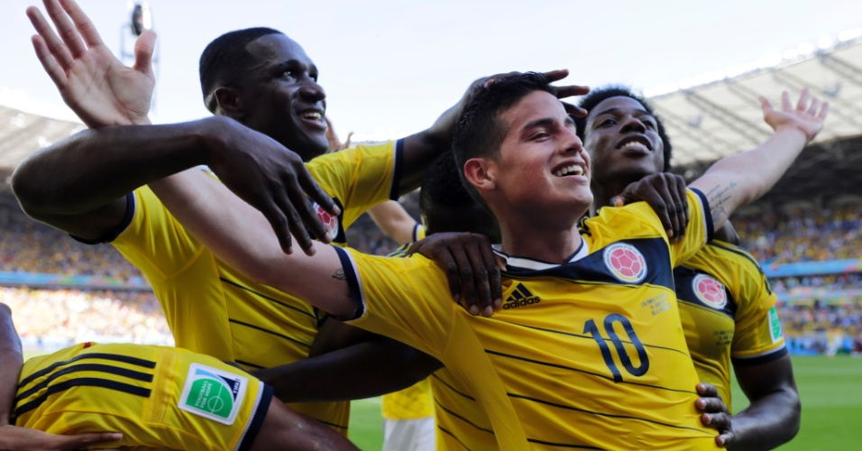 Colombianos festejam a excelente estreia da seleção na Copa, com vitória por 3 a 0 sobre a Grécia