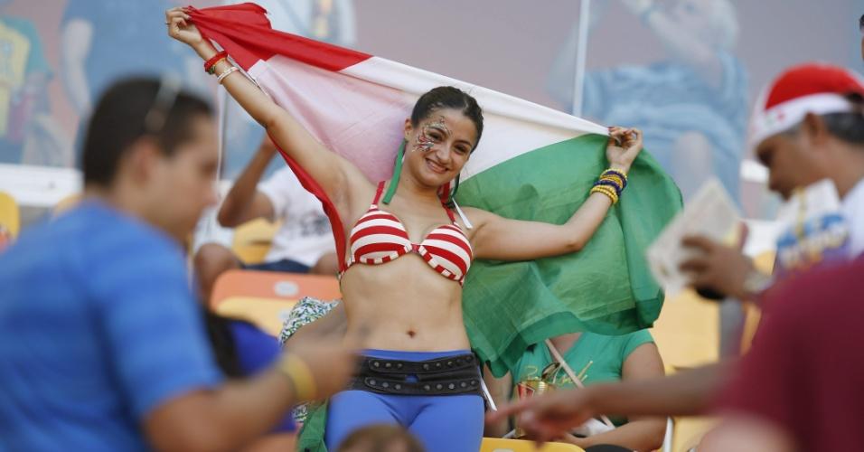 Com o rosto pintado, torcedora da Itália vai à Arena Amazônia para acompanhar a partida contra a Inglaterra