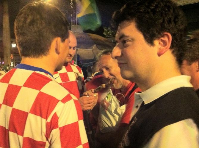 Croatas não pensam duas vezes antes de comprarem churrasco de rua na Vila Madalena