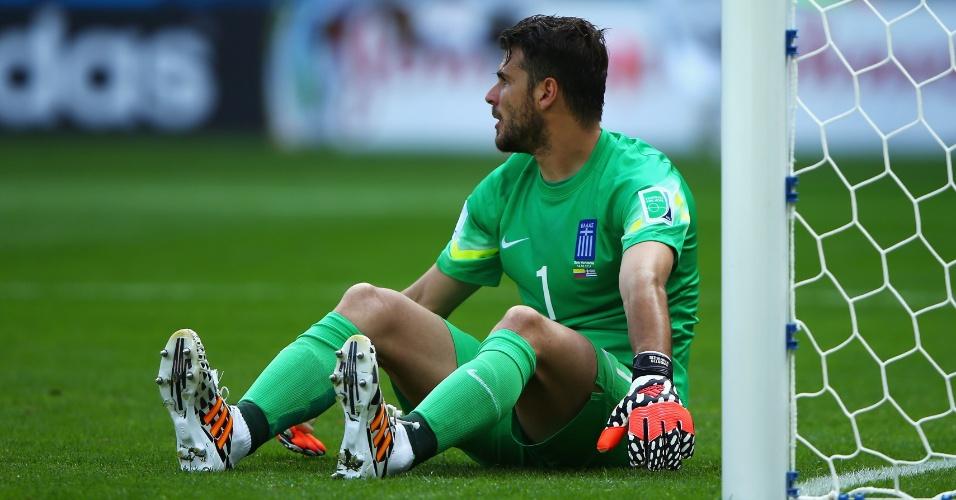 Desta vez o goleiro grego, Orestis Karnezis, ficou sentado após o gol de Gutierrez, no Mineirão