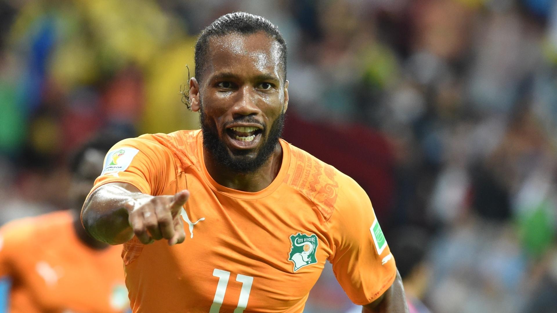 Didier Drogba comemora após Gervinho virar a partida para a Costa do Marfim contra o Japão