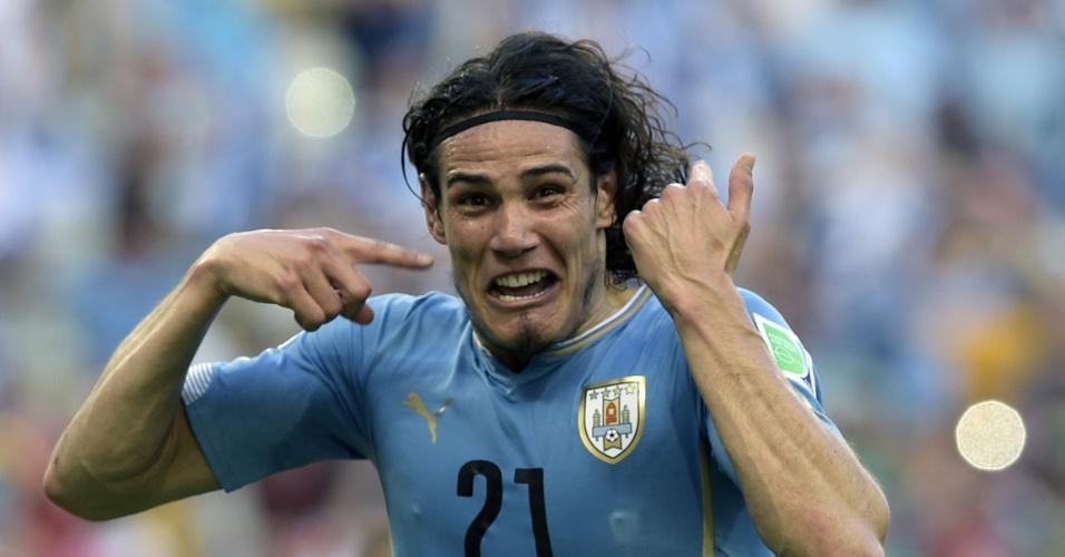 Edinson Cavani comemora após abrir o placar para o Uruguai contra Costa Rica, no Castelão