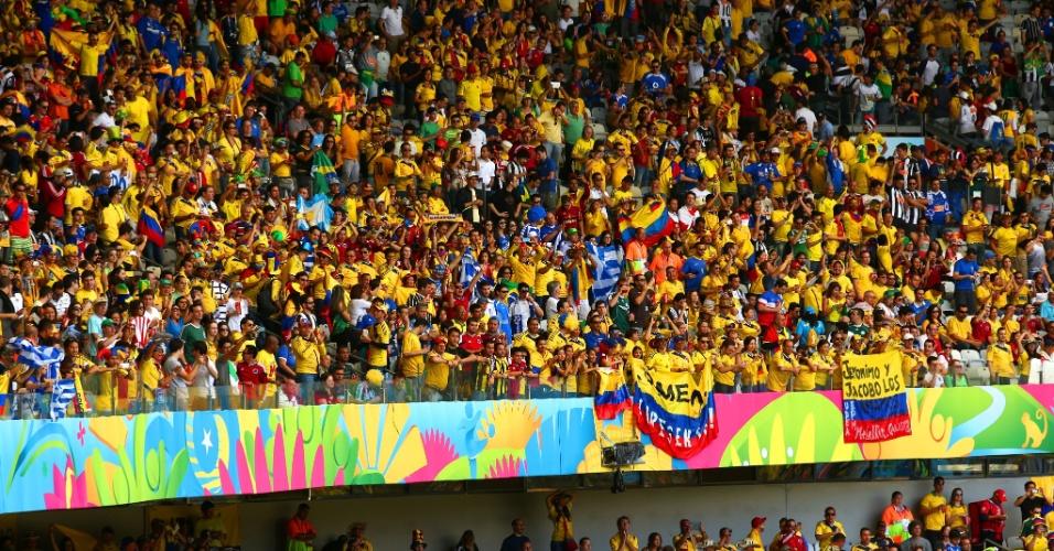 Estádio Mineirão é colorido de amarelo pelos torcedores colombianos para a partida contra a Grécia