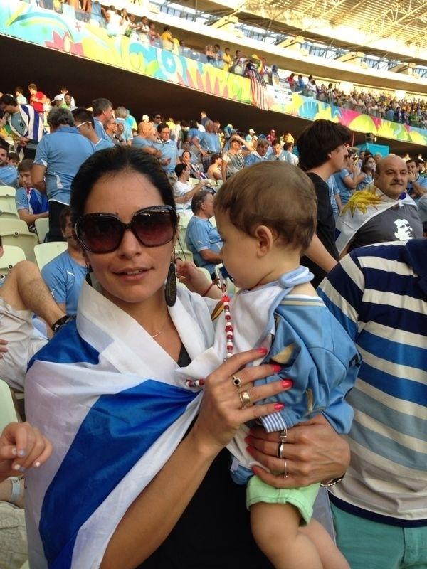 Giovanna, irmã de Luis Suarez, vai ao Castelão com o sobrinho do jogador, Benjamin