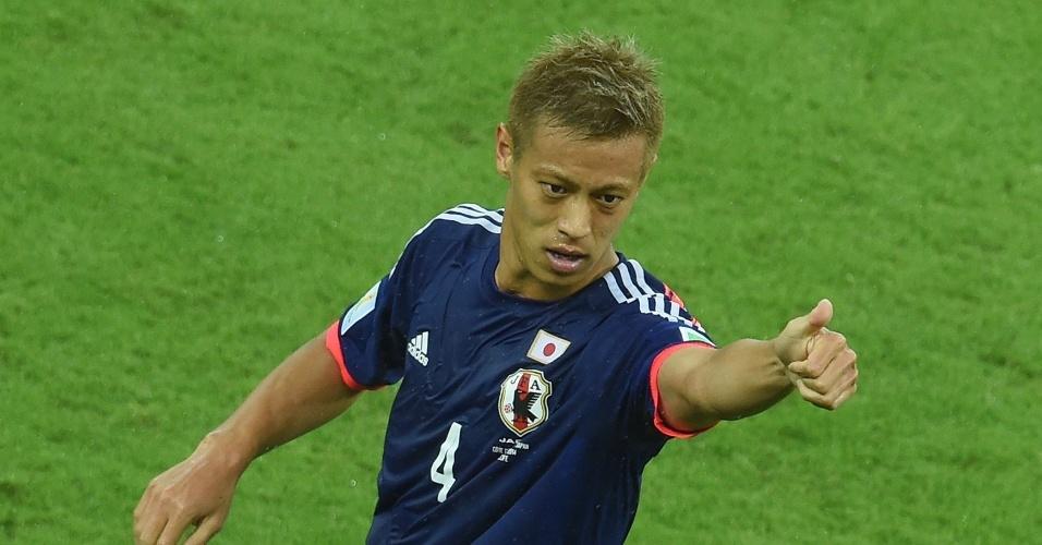 Honda comemora após colocar o Japão na frente do placar contra a Costa do Marfim