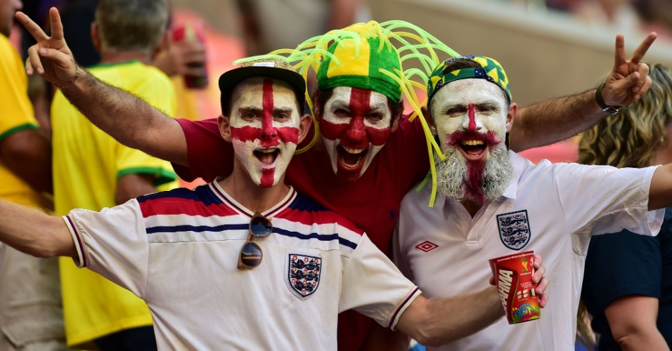 Ingleses fazem festa enquanto aguardam o início do clássico contra a Itália