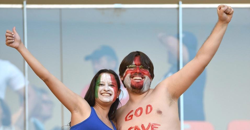 Ingleses mostram toda a alegria antes da partida contra a Itália na Arena Amazônia
