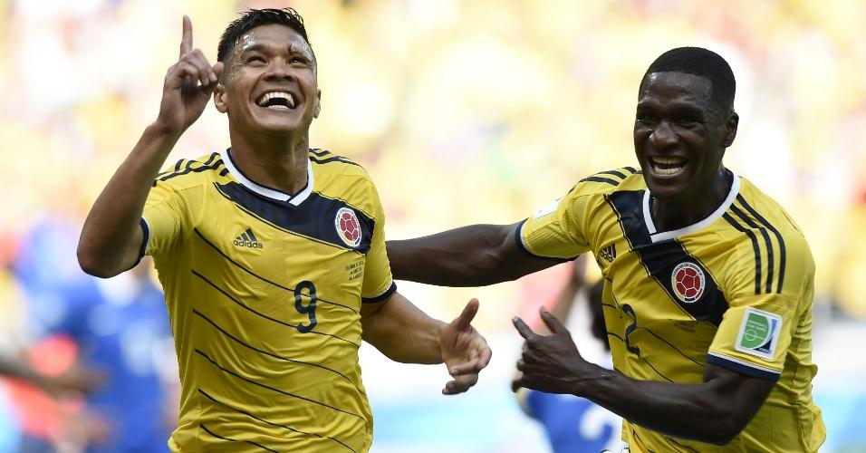 Jogadores colombianos comemoram segundo gol da equipe contra a Grécia, no Mineirão