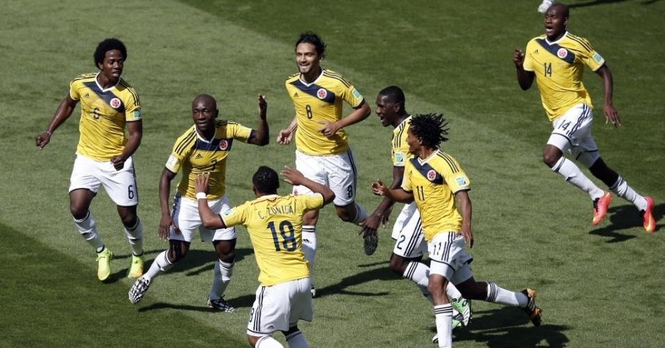 Jogadores da Colômbia fazem dança em comemoração ao primeiro gol da equipe na Copa do Mundo