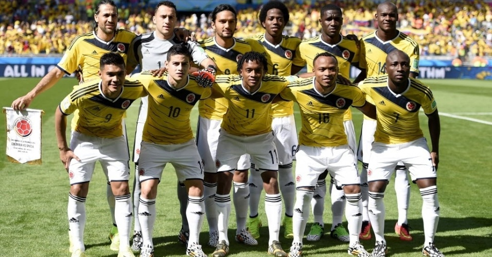 Jogadores da Colômbia no gramado do Mineirão antes da estreia na Copa do Mundo contra a Grécia