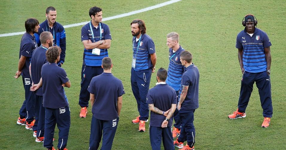 Jogadores da Itália fazem reconhecimento do gramado da Arena Amazônia