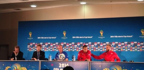 Meias Inler e Valon, da Suíça (de vermelho à dir.), dizem que deixaram rivalidade de lado para poder jogar juntos