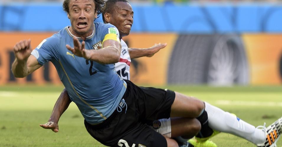 Lugano é derrubado por Junior Diaz na partida entre Uruguai e Costa Rica