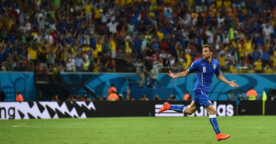 Marchisio comemora após fazer o primeiro da Itália na vitória sobre a Inglaterra por 2 a 1