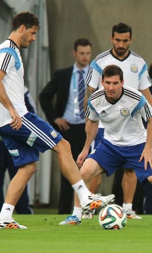 Messi também entrou na roda durante treino da Argentina no Maracanã