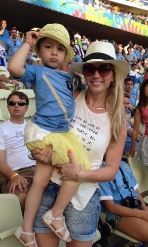 Mulher de Luis Suarez vai ao Castelão junto com a filha do casal, Delfina, de quatro anos