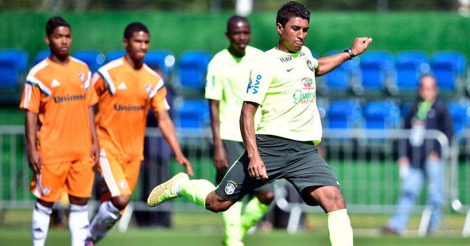 Paulinho foi o único titular do Brasil que participou do jogo treino contra o time sub-20 do Fluminense