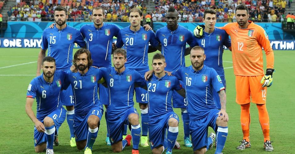 Seleção italiana posa para foto oficial antes do jogo contra a Inglaterra