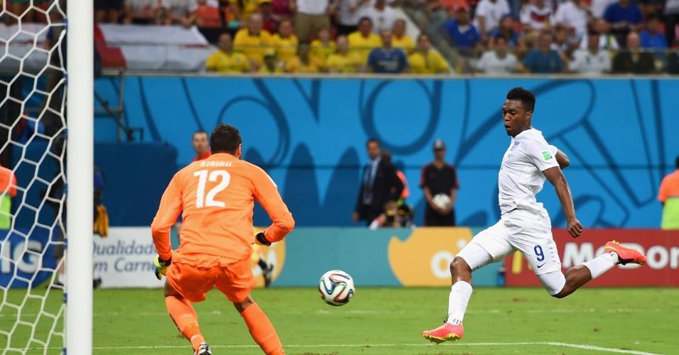 Sturridge completa de primeira um cruzamento de Rooney para marcar para a Inglaterra