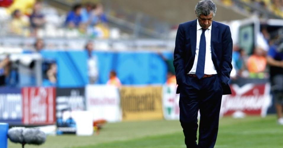Técnico da Grécia, Fernando Santos, parece lamentar resultado negativo de sua equipe contra a Colômbia, no Mineirão