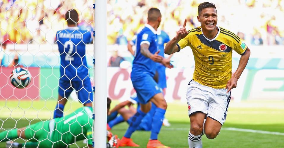 Teofilo Gutierrez amplia o placar para a Colômbia, contra a Grécia no Mineirão