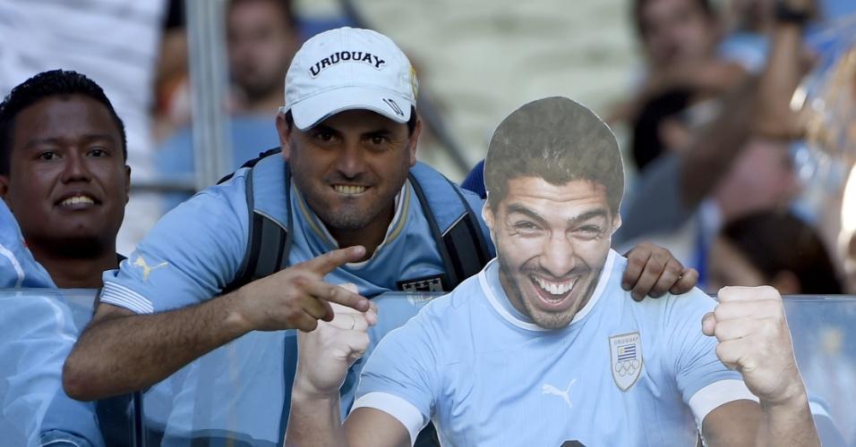 Torcedor do Uruguai vai ao Castelão com foto gigante de Luis Suarez