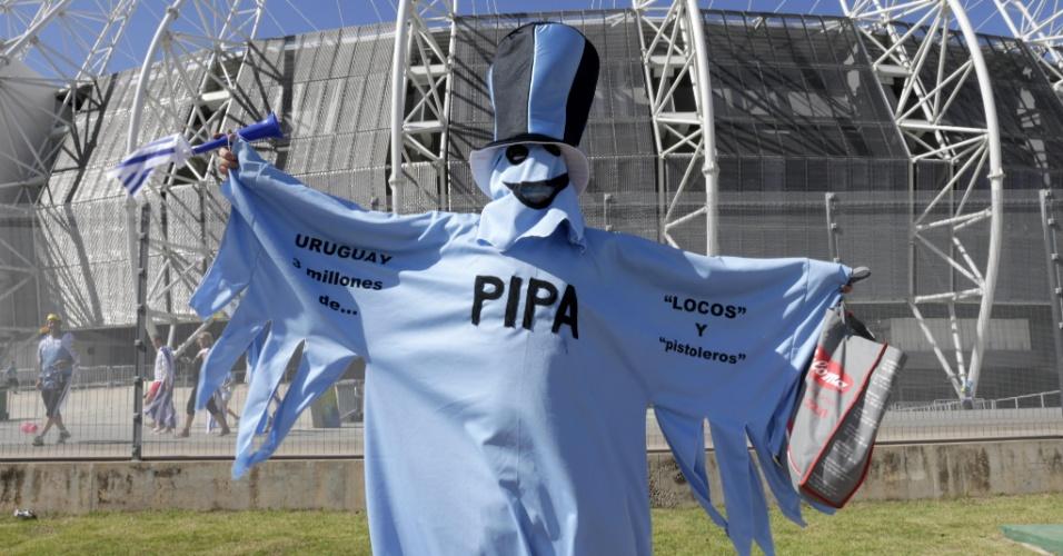 14.06.2014 - Torcedor uruguaio vai fantasiado de