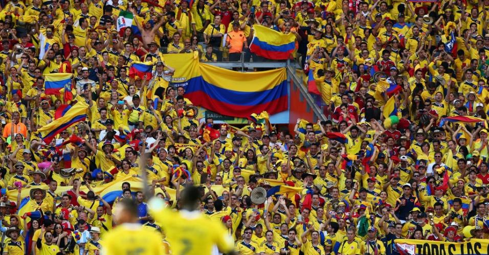 Torcedores da Colômbia comemoram vitória sobre a Grécia em Minas Gerais