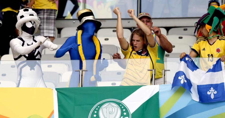 Torcedores de Colômbia e Grécia fazem festa no Mineirão antes do início da partida