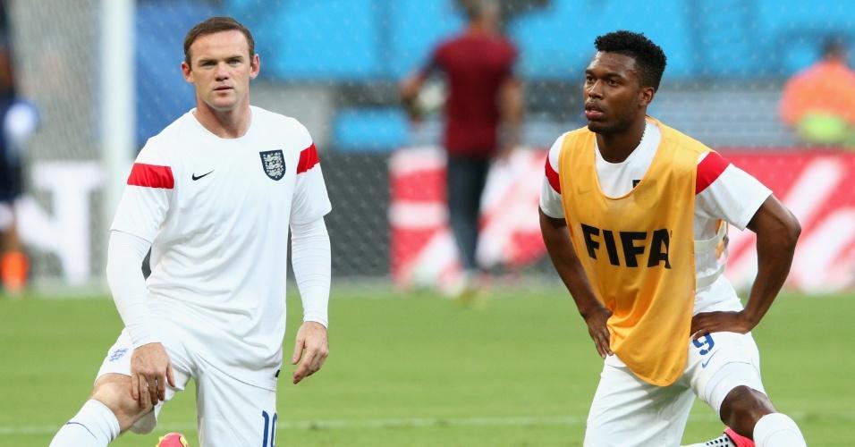 Wayne Rooney e Daniel Sturridge fazem aquecimento no gramado da Arena Amazônia, antes da partida da Inglaterra contra a Itália