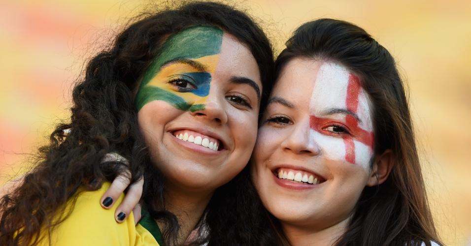 14.jun.2014 - Brasil e Inglaterra lado a lado na Arena Amazônia, palco do duelo entre a seleção inglesa e a Itália