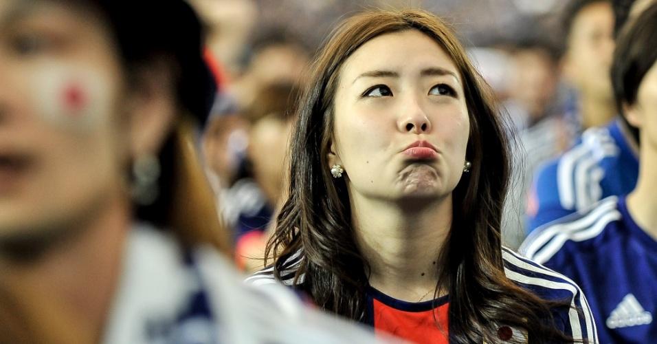 14.jun.2014 - Torcedora do Japão fica chateada com a derrota para a Costa do Marfim. Centenas de japoneses acompanharam o jogo no Tokyo Dome