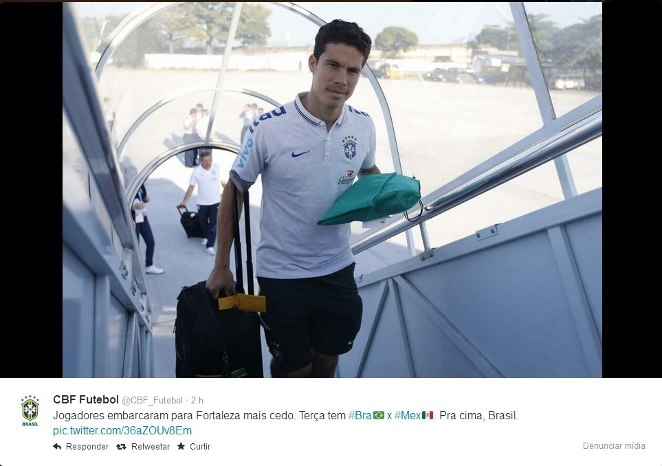 15. jun. 2014 - Seleção brasileira embarca para Fortaleza, onde joga contra o México, terça-feira
