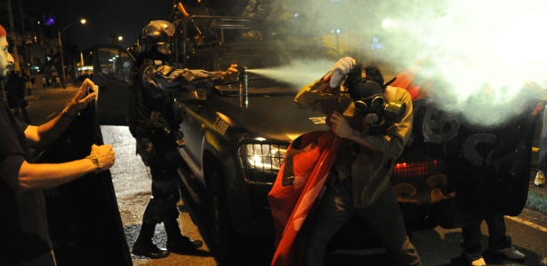 O protesto foi controlado pela Polícia Militar ainda no início e contou com registros de ações violentas