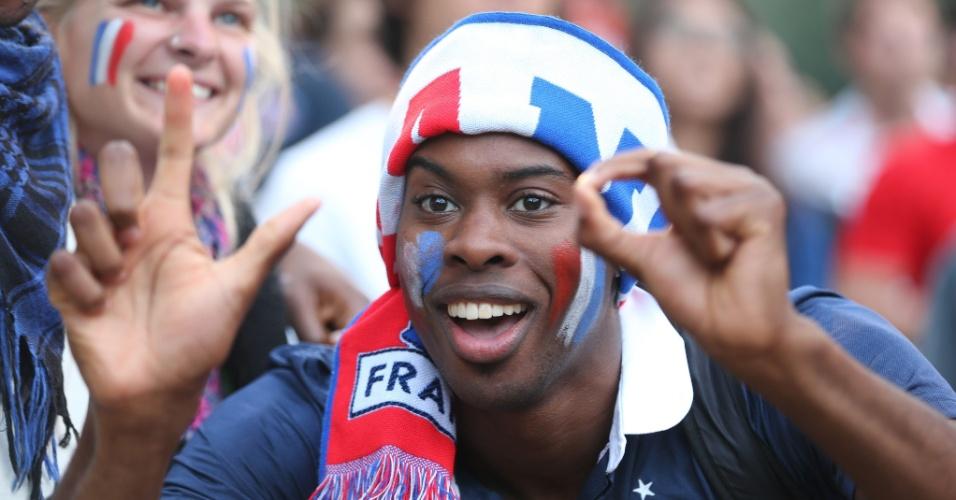 15.jun.2014 - Torcedor da França se diverte com vitória da seleção francesa sobre Honduras